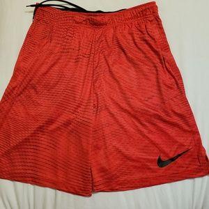 Nike Men's NWT Basketball/ Training shorts Sz L